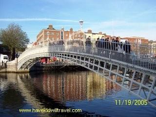 Ha'Penny Bridge, Dublin, Dublin Ireland, Ireland, Dublin attractions, Dublin Ireland attractions, bridges in Dublin, bridges in Dublin Ireland,