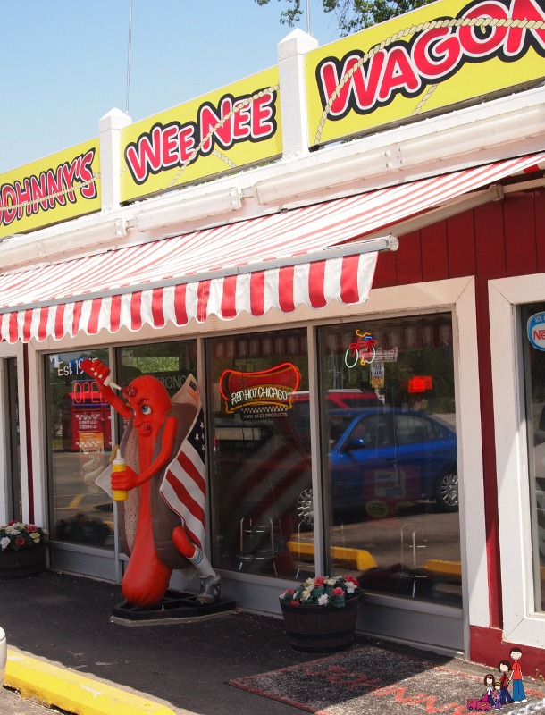Never Pass By a Hot Dog Stand: Johnny's WeeNee Wagon in Markham, Illinois