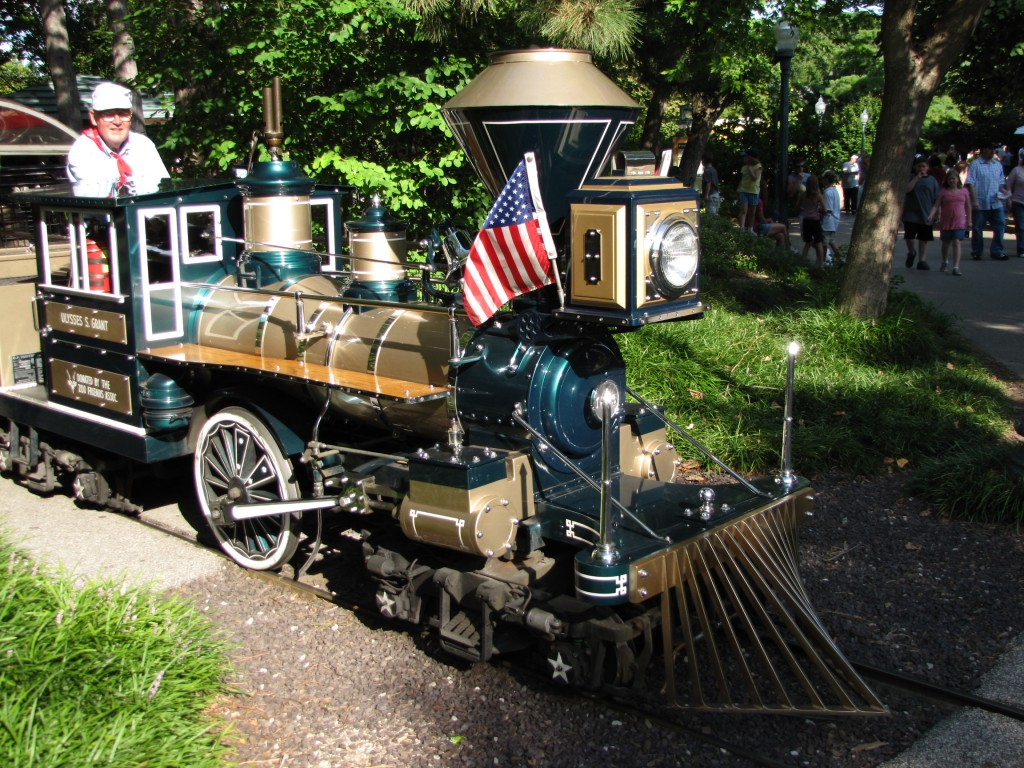 Explore the St Louis Zoo by Train