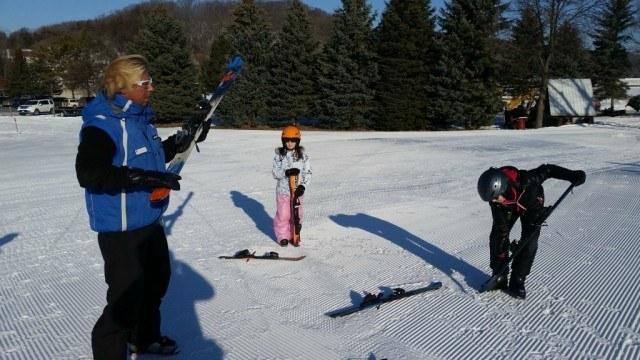 Winter fun in Mankato, Minnesota : learning to ski at Mount Kato