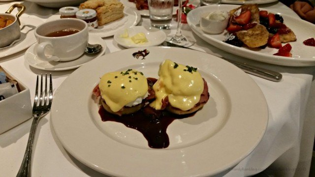Brunch at Brennan's, New Orleans. New Orleans Christmas travel tips.