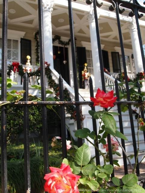 Decorated house in New Orleans' Garden District. New Orleans. New Orleans Christmas travel tips.