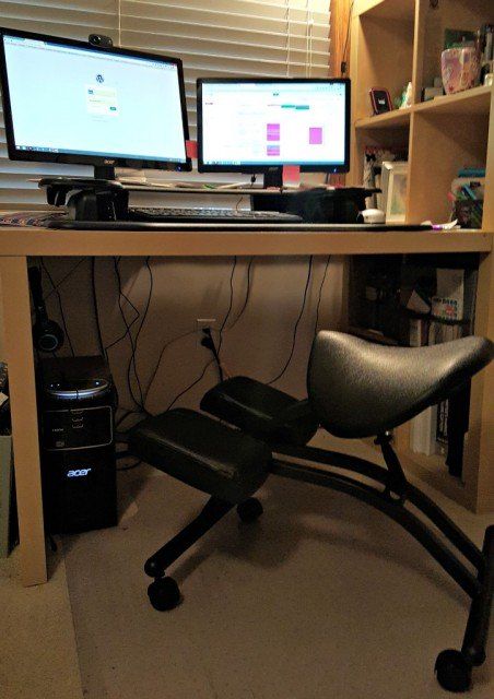 Ergonomic kneeling saddle chair. Health hacks for busy people |Health hacks for work | FamilyRambling.com