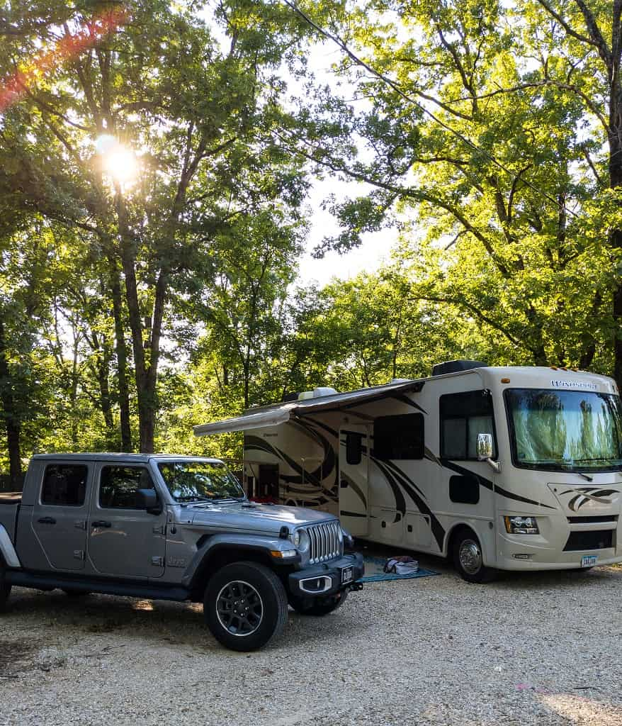Jeep Gladiator_Thor Windsport motorhome_campground