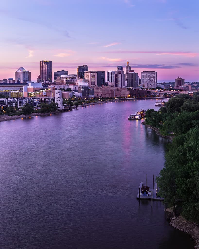 Downtown St. Paul and Mississippi River at sunset_Ernesto Ruiz