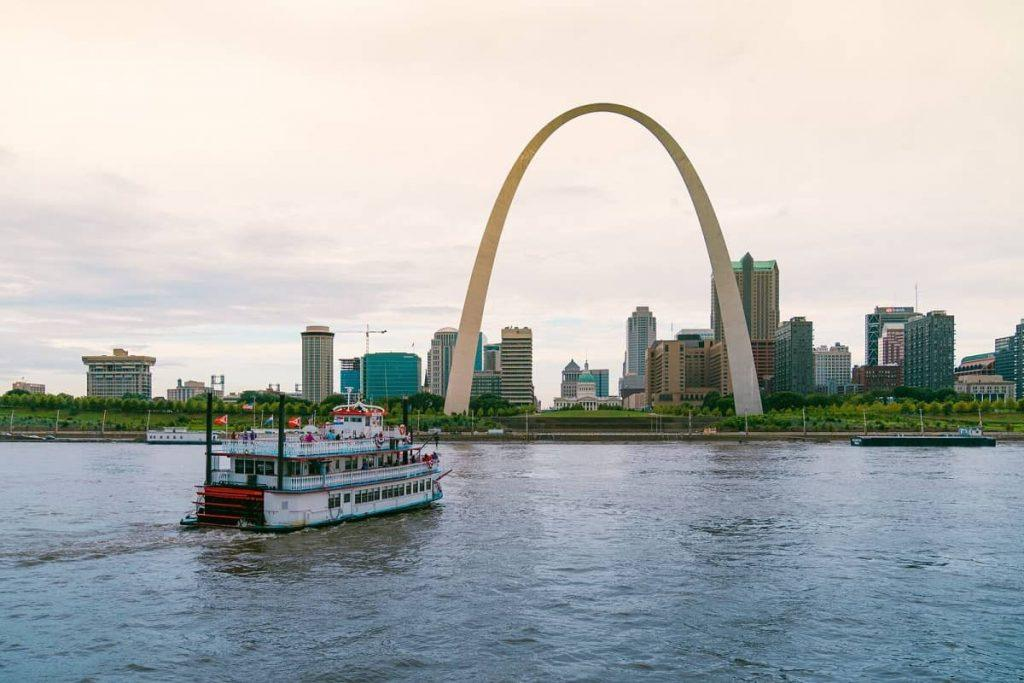 Gateway Arch and riverboat, St. Louis, Missouri