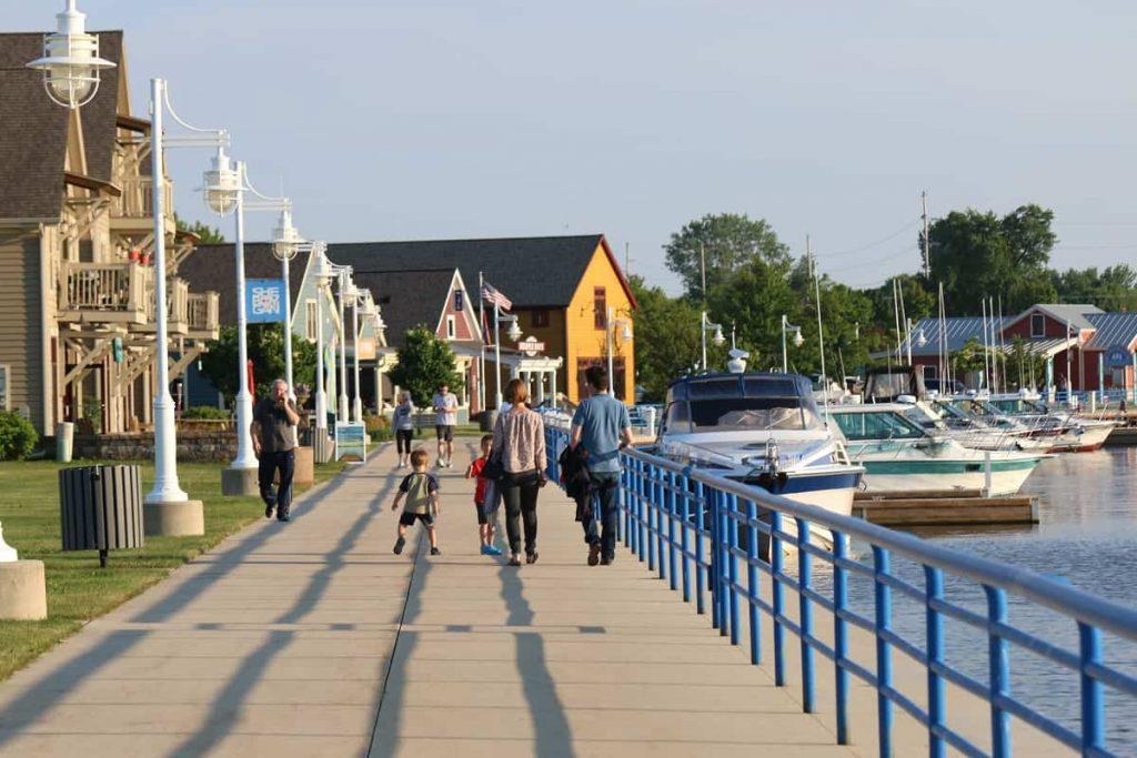 Sheboygan_Wisconsin_waterfront_boats