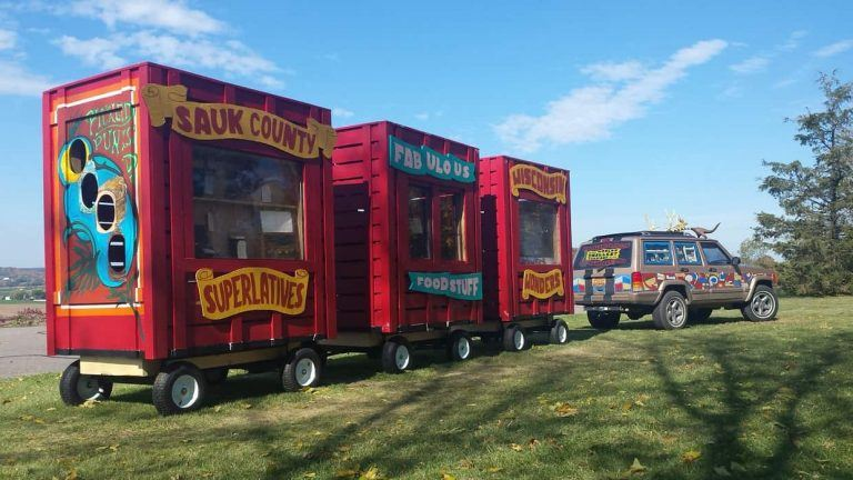 Quirky Museum: Roadside Sideshow Expo | Exploring the Midwest Podcast Episode 21