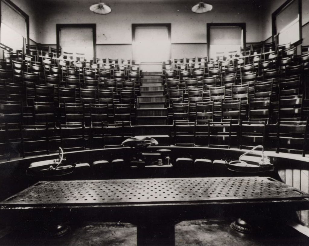 Autopsy_Table_Amphitheater_Indiana_Medical_History_Museum