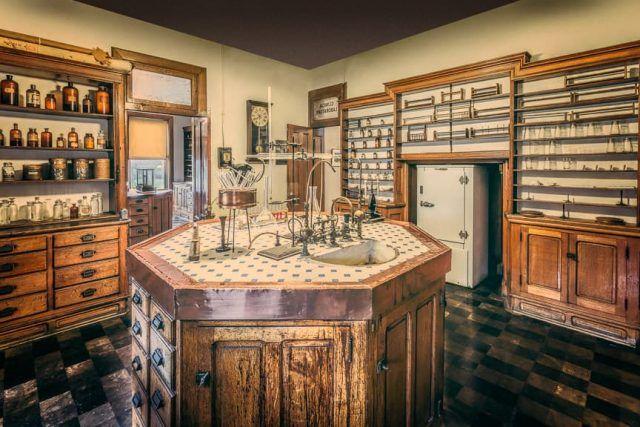 Indiana_Medical_History_Museum_Histology_Lab