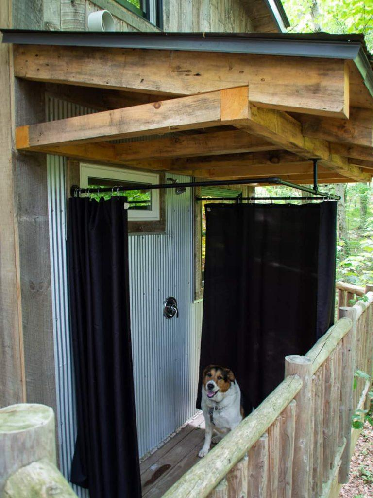 outdoor_shower_treehouse_the_Mohicans_ohio