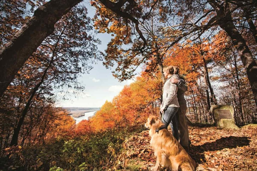 Couple at Wyalusing State Park in Fall_credit Travel Wisconsin