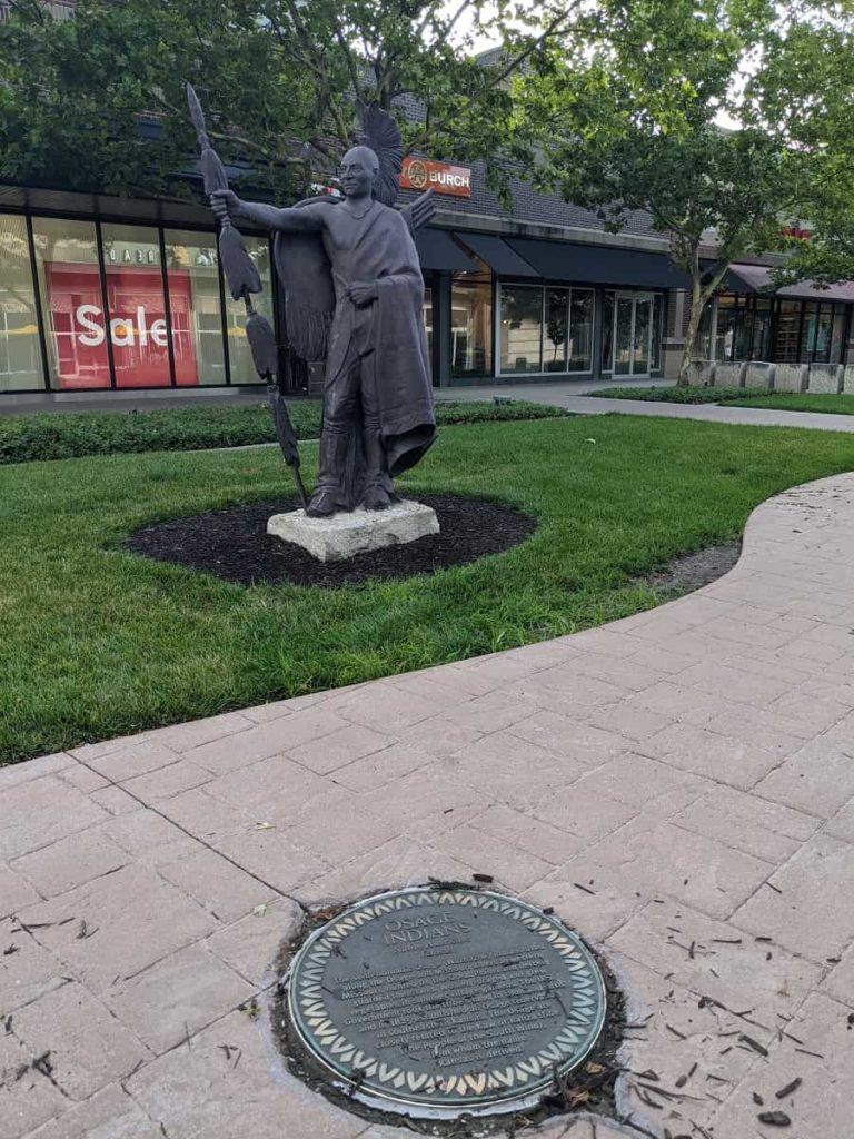 Legends_Outlet_Kansas_City_Kansas_Osage_statue