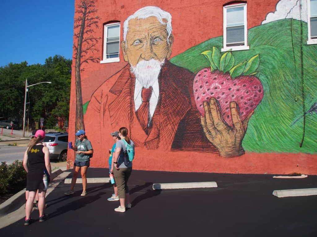 guided_hike_Strawberry_Hill_Mural_Kansas_City_Kansas