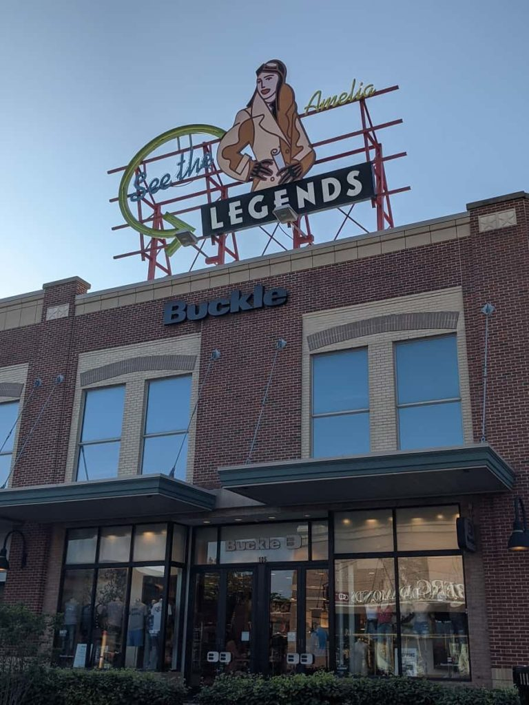 legends_Outlet_Kansas_City_Kansas_Amelia_Earhart